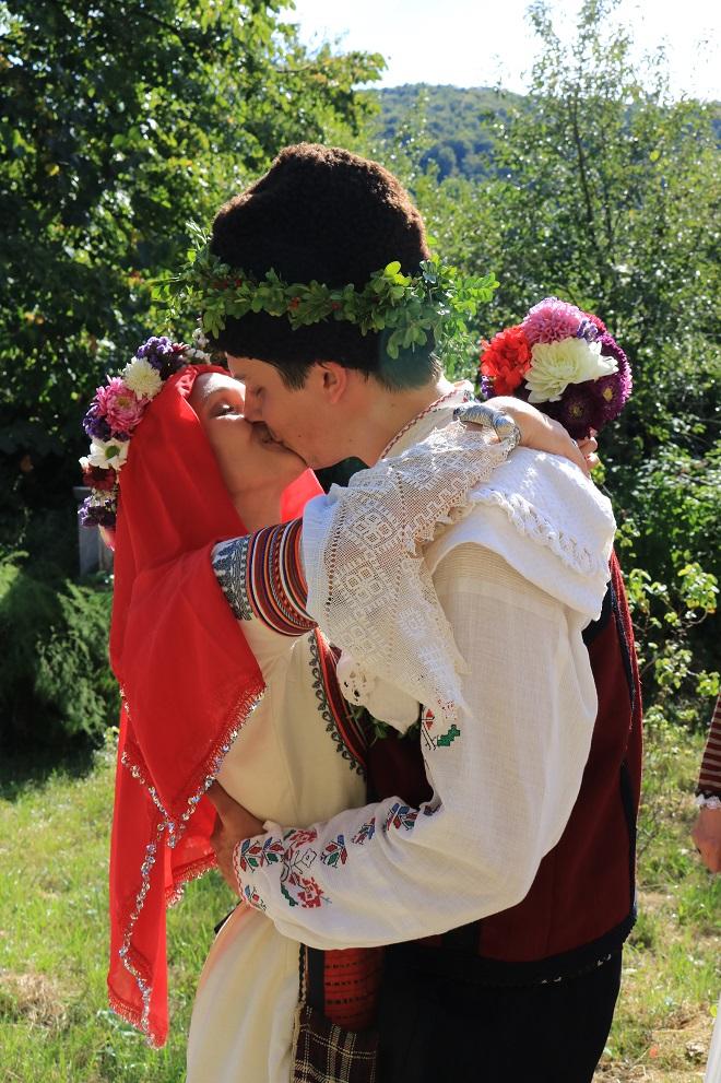 Боженци – отново дом на българска традиционна сватба